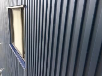 金属サイディング 倉庫 外壁