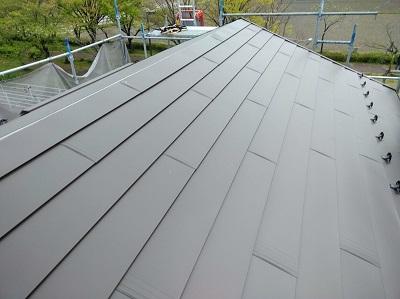 雨漏りするお宅の屋根の葺き替え工事の屋根材の様子