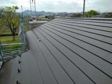 雨漏りするお宅の屋根の葺き替え工事完工の様子