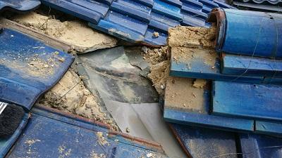 谷板金施工前の屋根