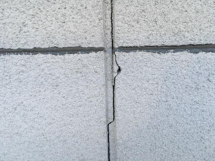 外壁 クラック ひび割れ