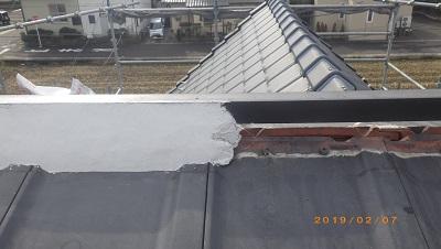 台風被害にあったお宅の棟瓦取り直し工事施工中の様子