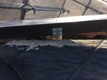 台風被害による屋根の棟組み換え工事の施工中の様子