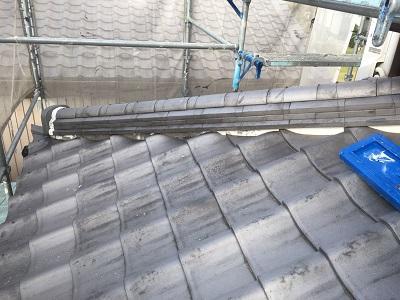 日本瓦の漆喰修繕の現地調査の様子