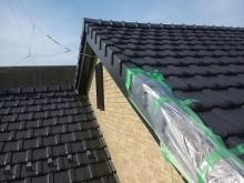 自然災害で破損した屋根の応急処置の様子