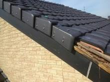 自然災害で破損した屋根の腐食した様子