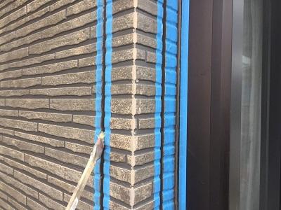 外壁塗装のシーリング工事の様子