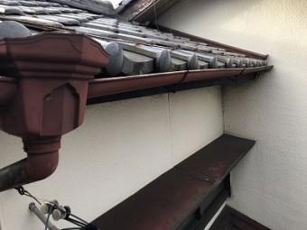 台風によって雨樋の破損や経年劣化による歪みの様子