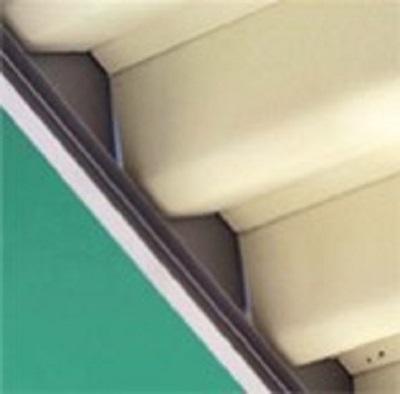 折板カーポートの様子