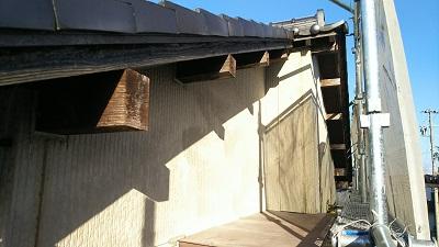 外壁塗装工事の木部の現地調査の様子