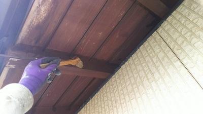 外壁塗装工事の木部の塗装完工の様子