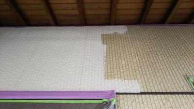 高耐久塗料での外壁塗装工事施工中の様子