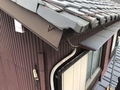 台風被害により、軒樋が飛散して無くなっている様子