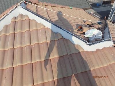 棟の修繕工事の樹脂垂木を設置し漆喰を施工した様子