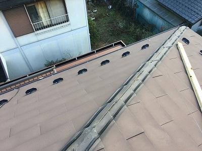 台風被害による棟包み板金の交換工事の撤去の様子