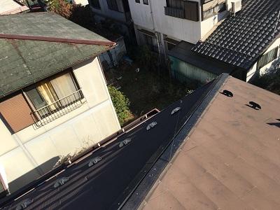 台風被害による棟包み板金の交換工事の墨出しの様子