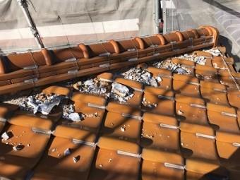 経年劣化による屋根の漆喰工事施工中の様子