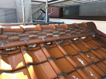 屋根の漆喰塗り直し工事のり黒ずみやコケの様子