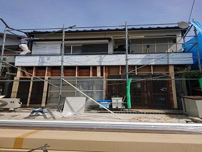 サイディング貼り工事の外壁解体の様子