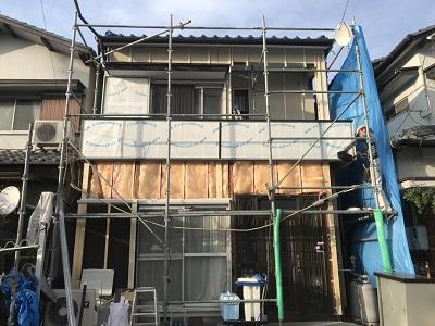 外壁サイディング貼り工事の様子