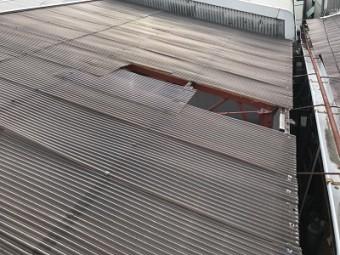 台風被害を受けた波板張り替えと下地交換工事施工前の様子