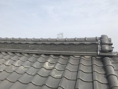 屋根の漆喰塗り替え工事前の劣化している様子