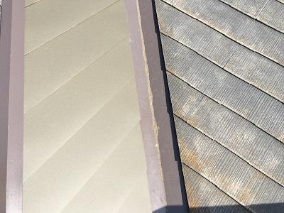 劣化した屋根のカバー工事の施工前と施工後の比較の様子