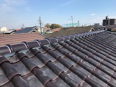 屋根棟の修繕工事完工の様子