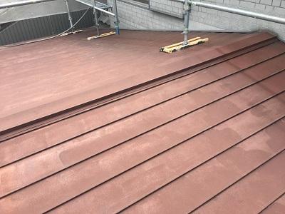 一宮市で中の木が腐っている屋根棟に板金の貫板交換をしました