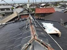 瓦の飛散したお宅の棟の組み換え工事施工中の様子