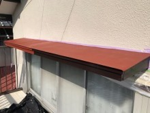 経年劣化による霧よけ庇の塗装工事施工中の様子