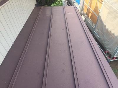 瓦棒屋根の塗装工事の施工前の様子