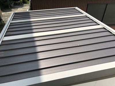 金属材の倉庫屋根の塗装工事施工前の様子
