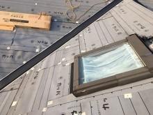 天窓を残して施工する様子