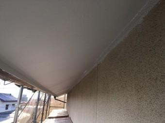 下塗り後の軒裏(アップ)