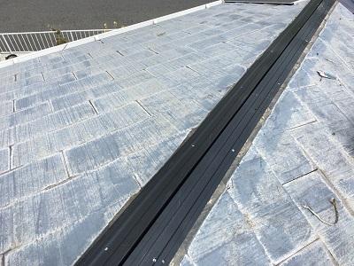 貫板交換工事の樹脂製の貫板を新設した様子