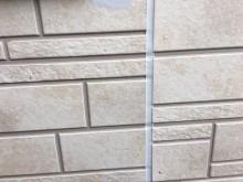 外壁塗装工事のシーリング作業の様子