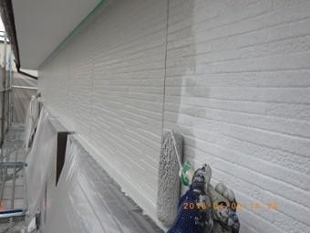 外壁の塗料本材の塗装している様子