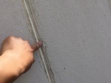 コーキングの劣化でクラックした外壁