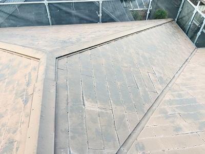 色あせて剥げた屋根