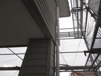 雨樋交換工事にて縦樋の新設後