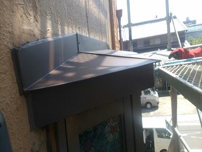 出窓の重ね葺き工事の完工の様子