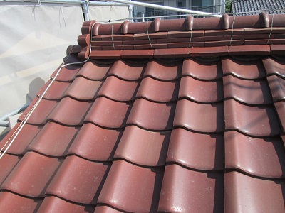 稲沢市にて雨漏れ修理の為和瓦から軽量金属屋根に葺き替え工事