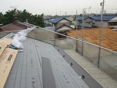 ガルテクトを貼っている最中の屋根