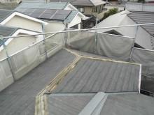 屋根カバー工事の棟を解体の様子