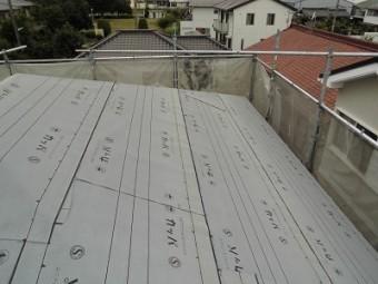屋根カバー工事の防水シートの様子